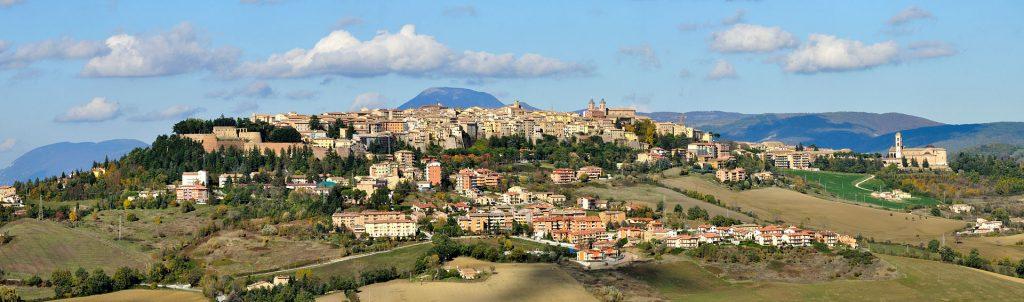 Panorama di Camerino (foto Wikipedia)