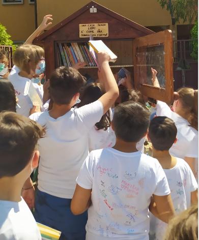 Piccola-biblioteca-libera-3
